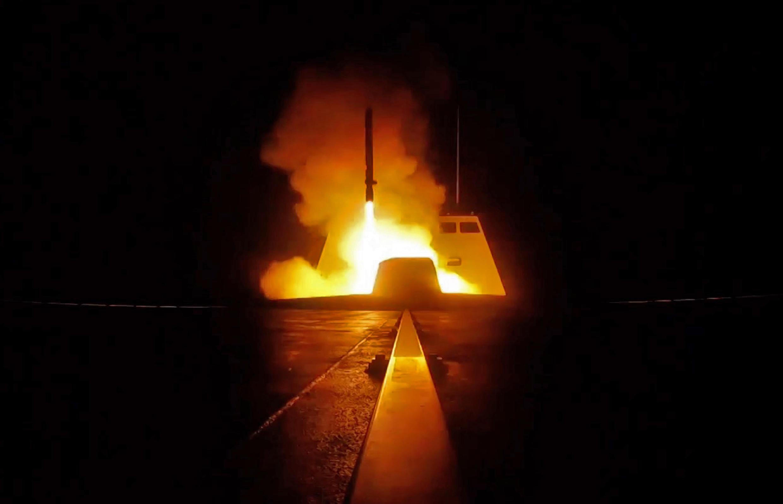 Tên lứa phóng đi từ một chiến hạm Pháp trên Địa Trung Hải đêm 13 qua ngày 14/4/2018.