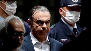Carlos Ghosn deja su lugar de detención en Tokio, el 25 de abril del 2019.