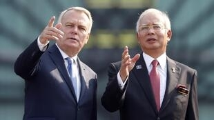 Jean-Marc Ayrault et son homologue malaisien Najib Razak, le 29 juillet 2013 à Kuala Lumpur.