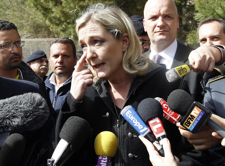 Marine Le Pen, présidente du FN, en visite sur l'île de Lampedusa (Italie). Mars 2011.