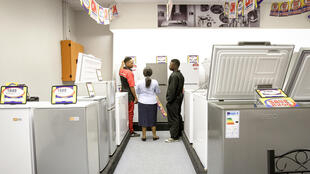 Réfrigérateur : en Bassa, réfrigérateur se dit  « nkuu lihep » littéralement la boîte du froid. (Photo : un magasin d'électroménager)