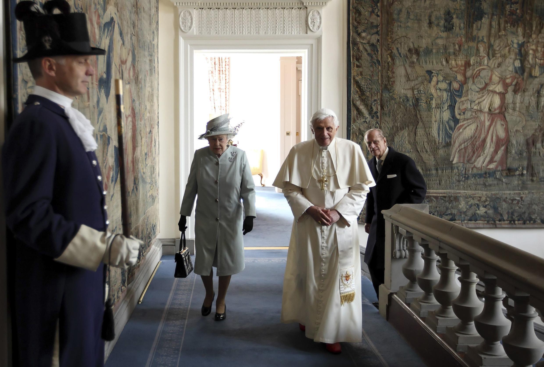 Шотландия. Королева Елизавета II принимает Папу Бенедикта XVI