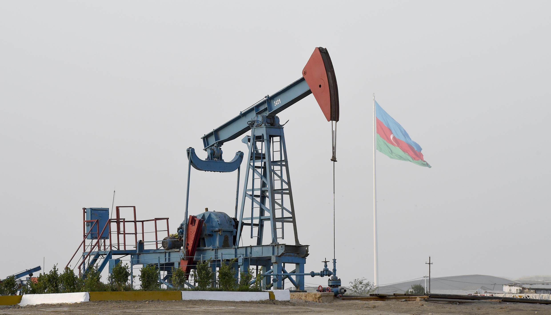 Буровые установки в окрестностях Баку