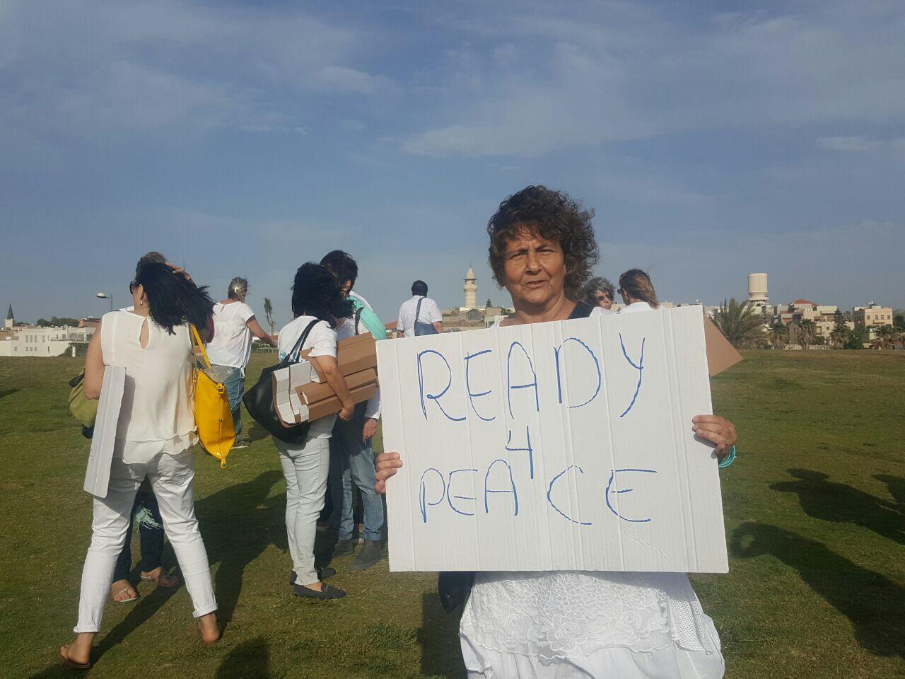 Tânia Harkavi em uma das marchas do Mulheres Agem pela Paz