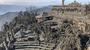 La ville de Tagaytay recouverte de cendres, le 13 janvier 2020.