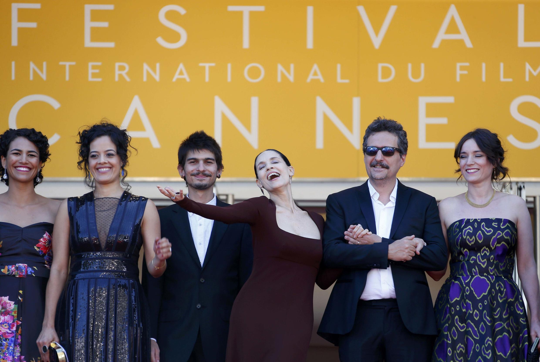 """Equipe do filme brasileiro """"Aquarius"""" que concorre à Palma de Ouro em Cannes."""