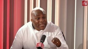 Al Kitenge dans les studios de RFI.