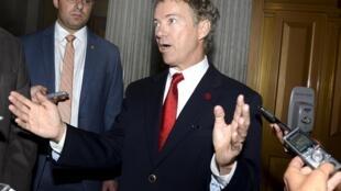 O senador republicano Rand Paul bloqueou a adoção do texto da Lei Patriótica antiterrorista.