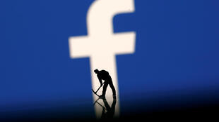 Ilustración con el logo de Facebook.
