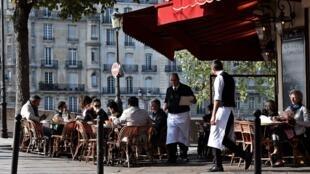 Во французскомгостинично-ресторанном сервисе вакантны 130000 рабочих мест
