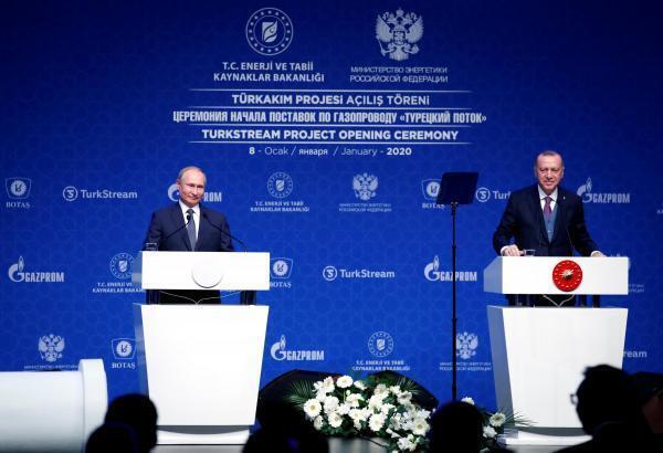 Le président russe s'est rendu en Turquie pour l'inauguration du gazoduc TurkStream le 8 janvier 2020. Dans une déclaration commune, Vladimir Poutine et Recep Tayyip Erdogan ont appelé à un cessez-le-feu en Libye.