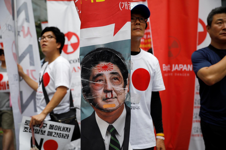 Người dân Hàn Quốc tẩy chay Nhật Bản gần đại sứ quán Nhật ở Seoul, Hàn Quốc, ngày 03/08/2019.