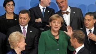 Varsovie, 30 septembre 2011 (de g.à dr.à partir du fond) E. Kozakou-Marcoullis (Chypre) N. Clegg (R-U) K. Schwarzenberg (Tchéquie) V. Filat (Moldavie) A. Merkel (Allemagne) V. Orban (Hongrie) D. Grybauskaite (Lituanie), D. Tusk (Pologne).