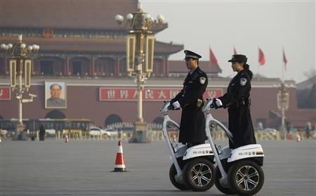Công an Trung Quốc sử dụng loại xe hai bánh chuyên dụng để tuần tra ở quảng trường Thiên An Môn.