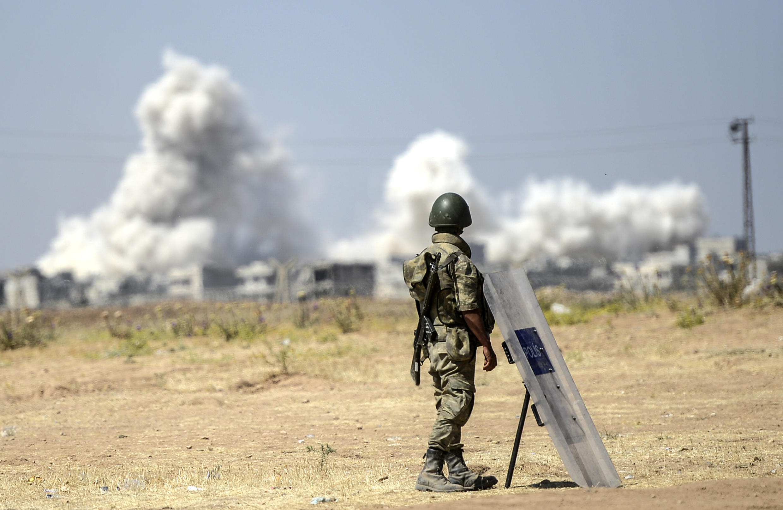 Турецкий военный на турецко-сирийской границе