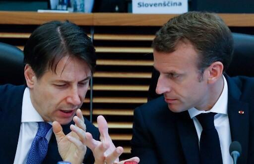 លោក Emmanuel Macron និងលោកនាយករដ្ឋមន្ត្រីអ៊ីតាលី Giuseppe Conte (ឆ្វេង). រូបថតកាលពីខែមិថុនា២០១៨។