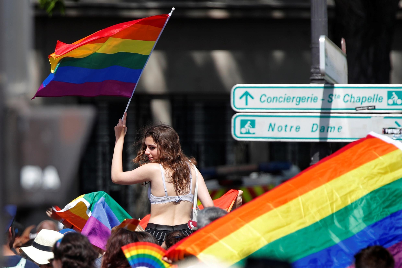 Парижский «Марш гордости», несмотря на 36-градусную жару, собрал несколько десятков тысяч человек.