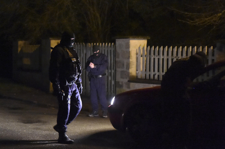 Les recherches se poursuivent jeudi 8 janvier au soir dans l'Aisne (nord-est) pour trouver les deux principaux suspects de l'attentat contre Charlie Hebdo.