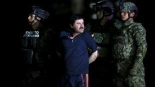 Joaquin 'El Chapo' Guzmán al momento de ser detenido por las fuerzas de seguridad mexicanas.