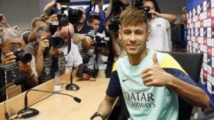O atacante brasileiro Neymar durante coletiva nesta quinta-feira, 1/08/2013, em Barcelona.