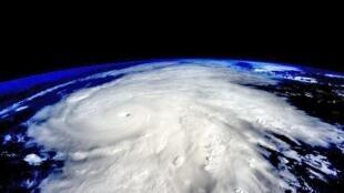 """Снимок урагана """"Патриса"""", который сделали из космоса специалисты NASA, 23 октября 2015 г."""