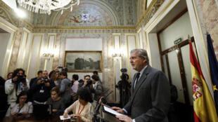 西班牙教育文體部長和政府發言人德維戈(Inigo Mendez de Vigo)介紹加泰羅尼亞的情況2017年10月19日馬德里。