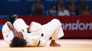A judoca brasileira Rafaela Silva após ser eliminada por causa de golpe ilegal contra a húngara Hedvig Karakas.