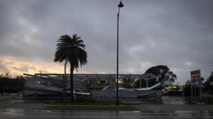 Une station essence en partie détruite à Bonita Springs en Floride, après le passage de l'ouragan Irma, le 10 septembre 2017.