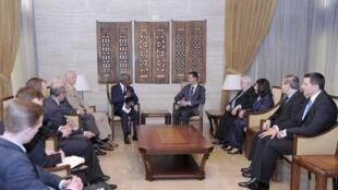 Kofi Annan conversa com o presidente sírio Bashar al-Assad em Damasco, 29 de maio de 2012
