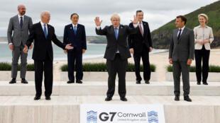 """Los dirigentes de los países del G7 posan para la """"foto de familia"""" en la inauguración de la cumbre de Carbis Bay, en Cornualles, en el Reino Unido, el 11 de junio de 2021"""
