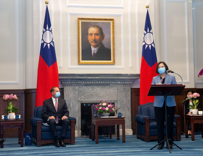 Tổng thống Đài Loan Thái Anh Văn ( Tsai Ing-wen ) phát biểu trong cuộc tiếp xúc với bộ trưởng  Y Tế Mỹ Alex Azar ngày 10/08/2020 tại Đài Bắc, Đài Loan.