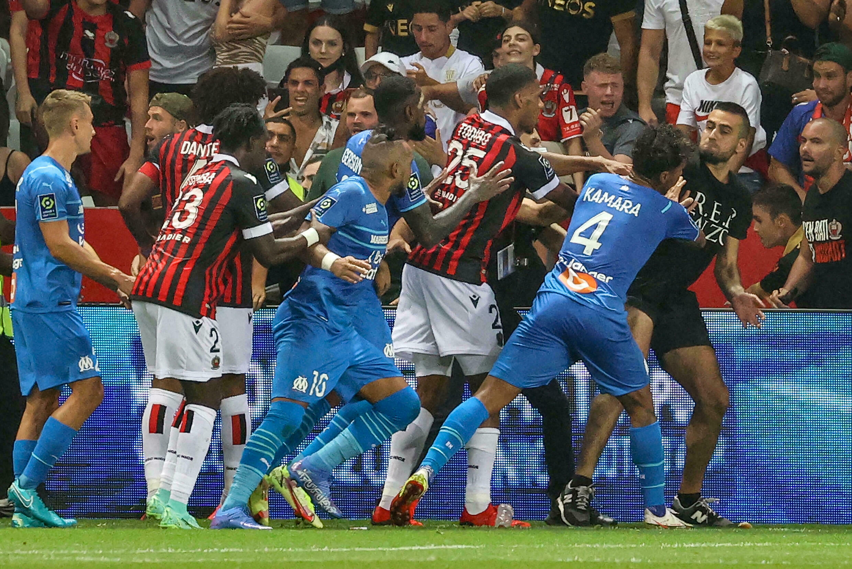 Bagarre générale entre joueurs et spectateurs pendant le match Nice-OM, le 22 août 2021 à Nice
