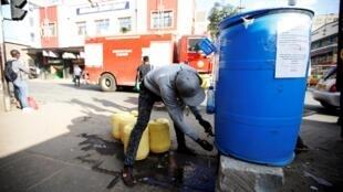 Une station de désinfection pour arrêter la propagation du coronavirus au centre-ville de Nairobi, au Kenya, le 6 juin 2020.