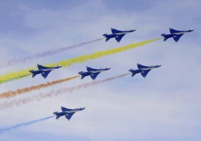 Đội phi cơ tiêm kích J-7GB của không quân Trung Quốc biểu diễn nhân kỷ niệm 60 năm ngày thành lập binh chủng, ở ngoại ô Bắc Kinh ngày 3/9/2009.