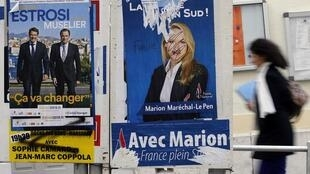 Плакаты кандидатов от Национального фронта Марион Марешаль-Ле Пен (справа) и от партии Республиканцы Кристиана Эстрози в Марселе, 8 декабря 2015.
