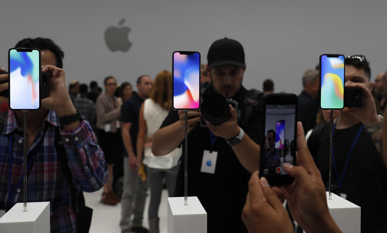 """Os novos modelos do Iphone 8 e """"X"""" foram apresentados na Califórnia."""