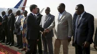 Le Premier ministre français, Manuel Valls, à son arrivée à Ouagadougou, le 20 février 2016.