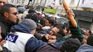 Manifestación este sábado en Tunez contra la inflación y la subida de impuestos.