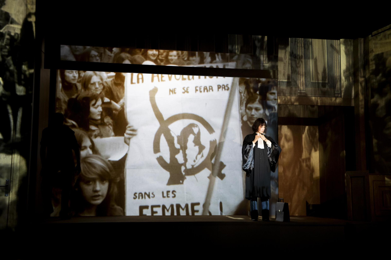 La pièce «Hors la loi» de Pauline Bureau, au Théâtre du Vieux-Colombier.