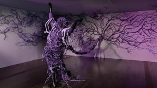 «The purple shall govern», création de Mary Sibande pour le MAC/VAL de Vitry-sur-Seine.