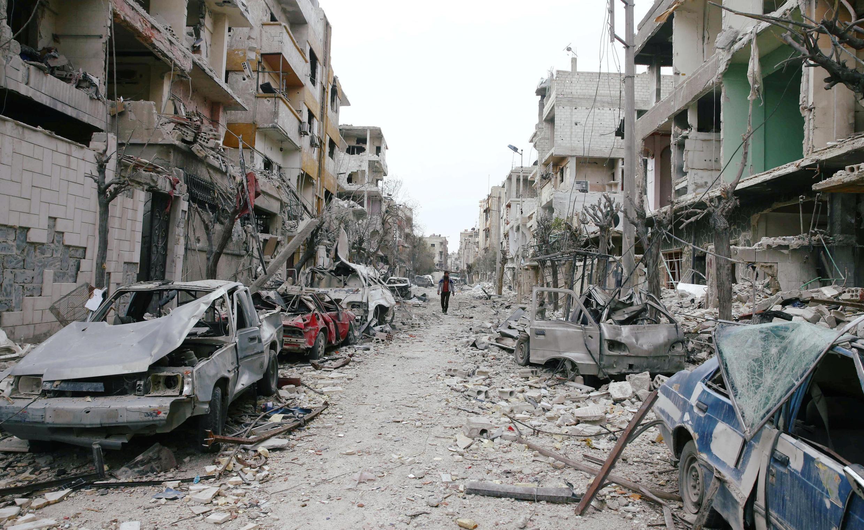 Thành phố Đông Ghouta, Syria - vốn do quân nổi dậy kiểm soát - bị bom đạn tàn phá.