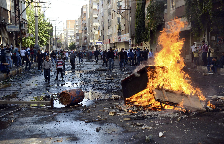 La ville de Diyarbakir, dans le sud-est de la Turquie et majoritairement peuplée de Kurdes, a été le théâtre de violents affrontements, mardi 7 octobre.