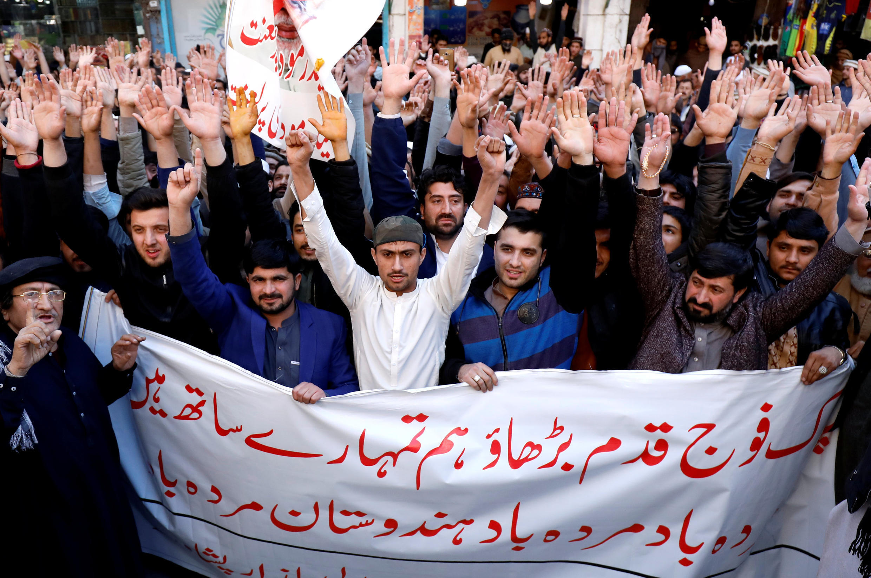 巴基斯坦白沙瓦地區民眾慶祝空軍擊落兩家印度軍機,2019年2月27