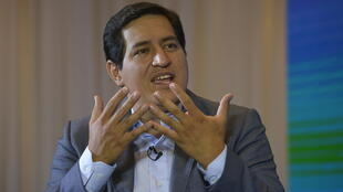 El socialista Andrés Arauz, que encabezó la primera vuelta de las presidenciales en Ecuador, durante una entrevista con la AFP el 7 de febrero de 2021 en Quito