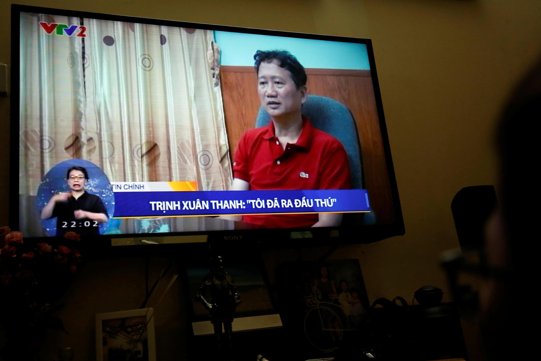 """Ảnh chụp cảnh ông Trịnh Xuân Thanh phát biểu trên TV Việt Nam, phát hình ngày 03/08/2017, cho biết là ông """"đã ra đầu thú""""."""