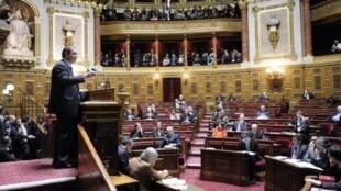 Un vote polémique. Seuls 237 sénateurs sur 347 étaient présents dans l'hémicycle, ce lundi 23 janvier 2012.