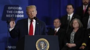 Le président américain Donald Trump livre des commentaires sur «la lute contre la crise des opiacés» lors d'un discours au Manchester Community College, à Manchester dans le New Hampshire, le 19 mars 2018.
