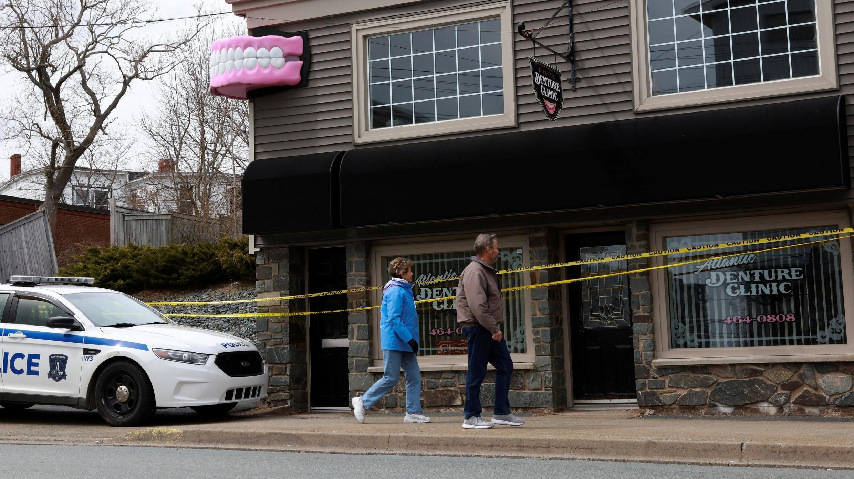 Le lieu de travail de Gabriel Wortman. Pendant sa cavale, le tueur s'était aussi déplacé en partie à bord d'une voiture semblable à celle de la police.