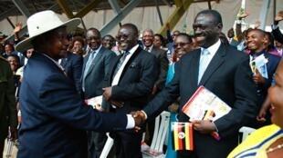 Rais wa Uganda Yoweri Kaguta Museveni na mpinzania wake Kizza Besigye