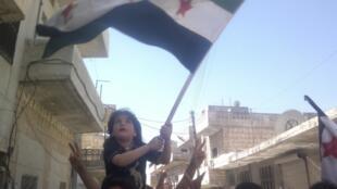 Un enfant proteste contre le régime de Bachar el-Assad près de Idleb, le 8 avril 2012.